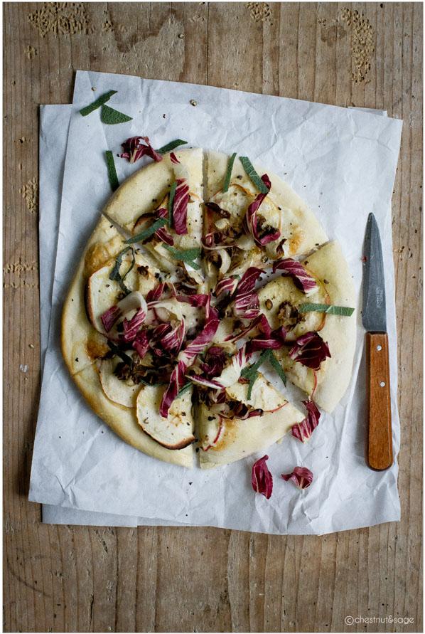 Pizza mit Radicchio und Apfel | chestnutandsage.de