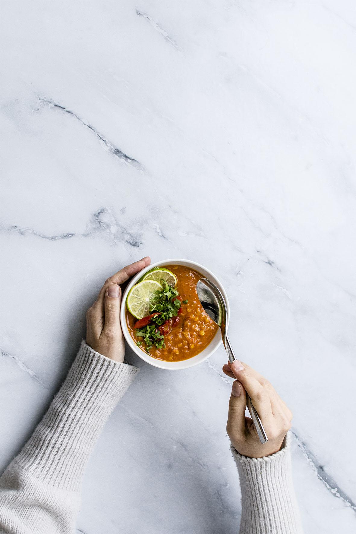Tomatensuppe mit Curry-Linsen | chestnutandsage.de
